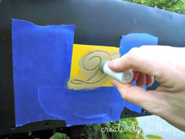 stenciled-mailbox-monogram